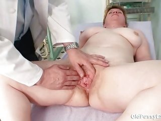 Unattractive mom gets a swab stick up her hairy pussy