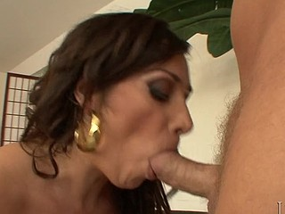Sexy natural bobbed nourisher I'd like to fuck Vannah Sterling gets muff fucked
