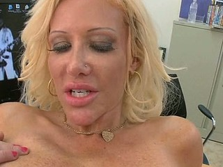 Aged darling likes getting her anal stuffed with sex toy